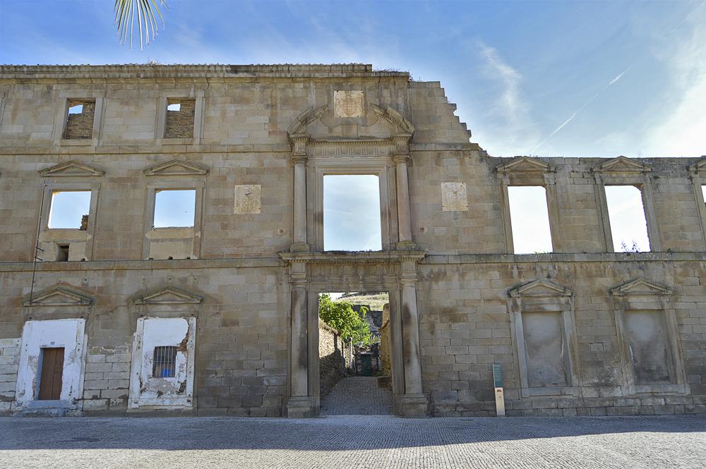 Palacio abandonado de los Roco-Camprofrío