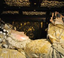 La misteriosa Virgen yacente de Plasencia