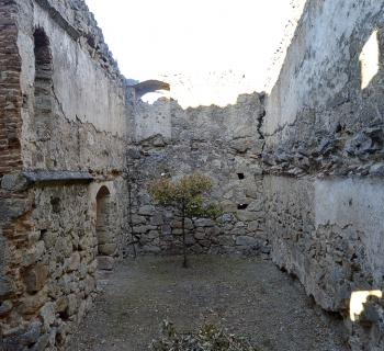 "La casa-fuerte abandonada ""La Torre"""