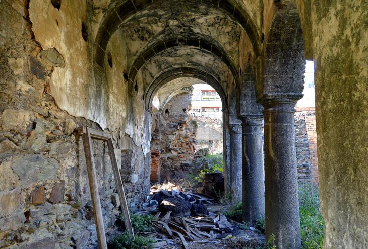 Ex-Convento abandonado de San Francisco en Coria