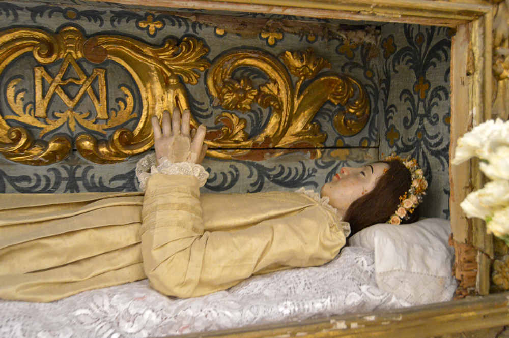 La macabra urna de la Virgen del Tránsito